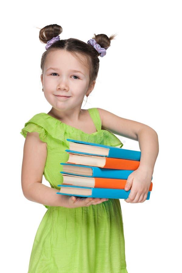 Bambina sorridente abile con i libri fotografia stock libera da diritti