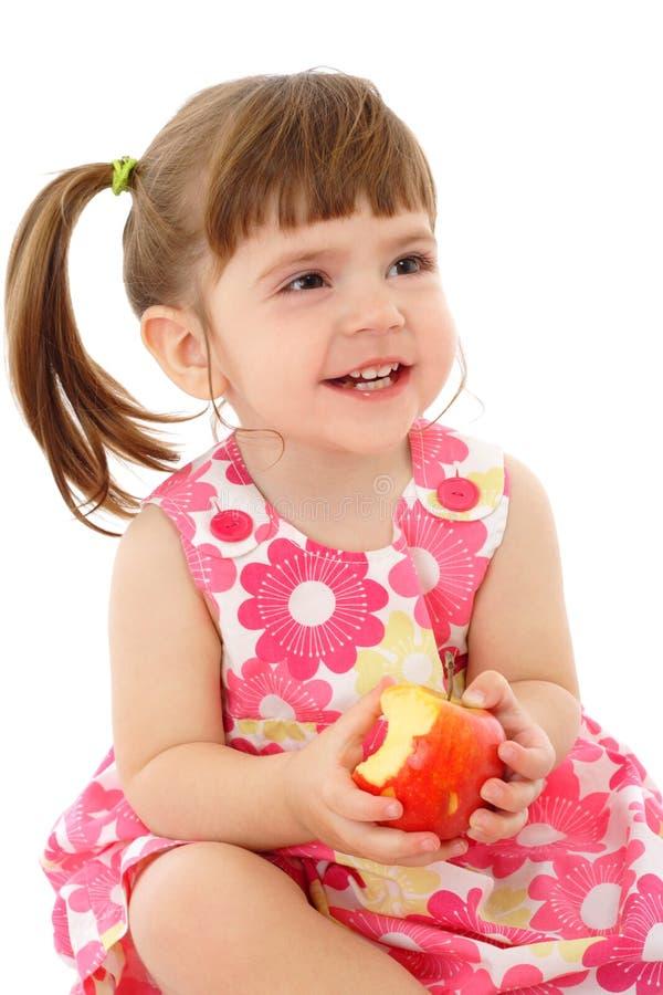 Bambina sorridente con la mela fotografie stock libere da diritti
