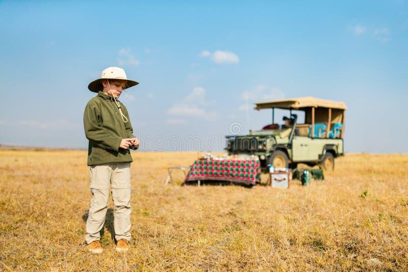 Bambina sul safari fotografie stock libere da diritti