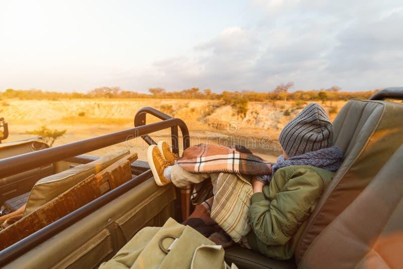 Bambina sul safari immagine stock