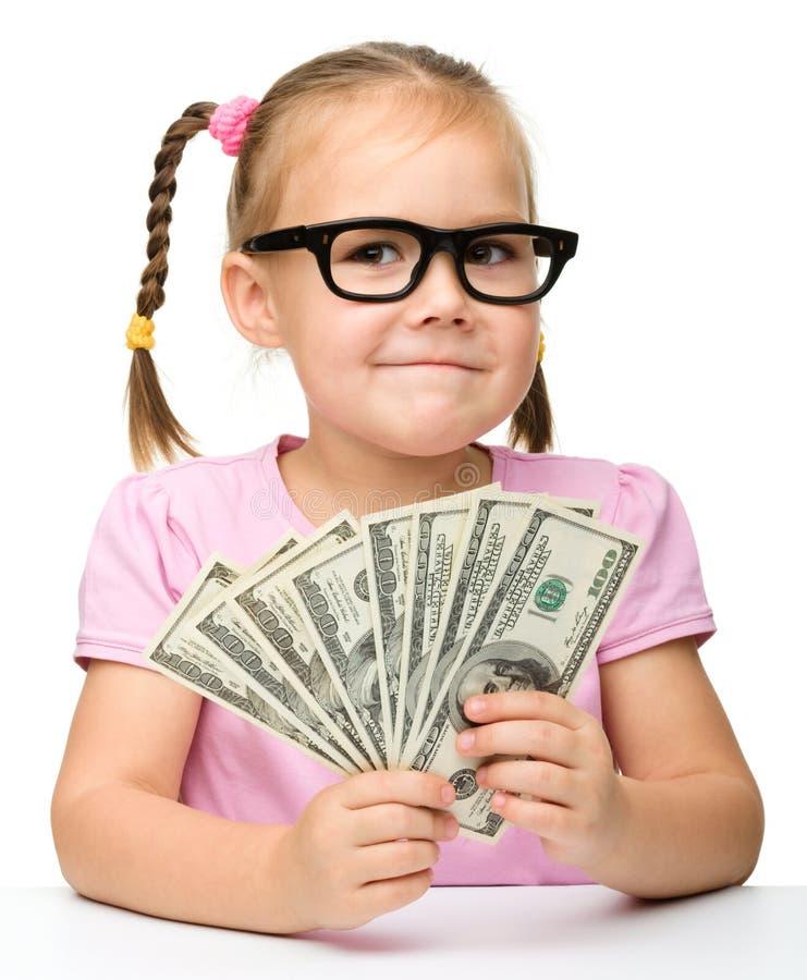 Bambina sveglia con soldi di carta - dollari fotografie stock libere da diritti