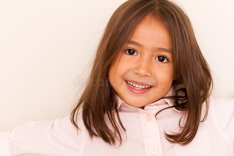 Bambina sveglia sorridente immagini stock