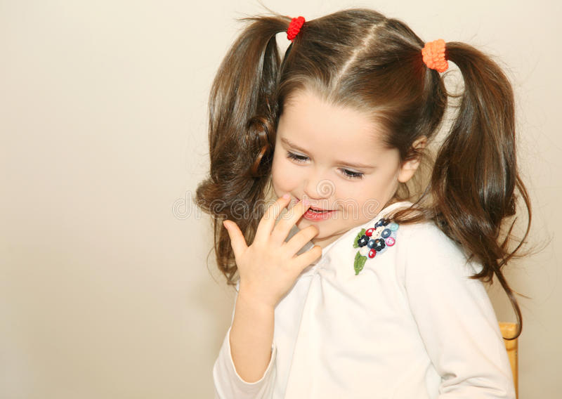 Bambina timida immagini stock libere da diritti