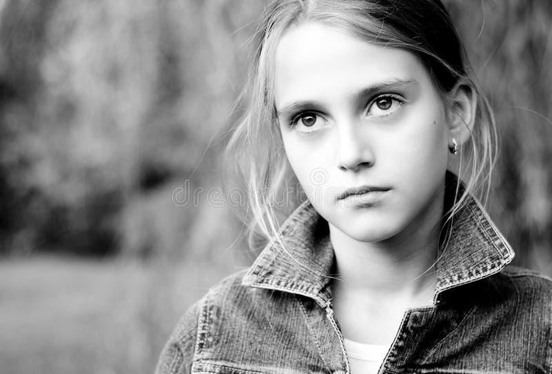 Bambina triste con i grandi occhi. fotografia stock libera da diritti