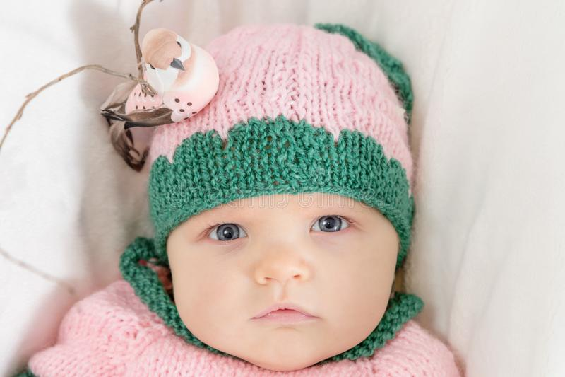 Bambina in un cappello dentellare Immagine tonificata fotografie stock libere da diritti