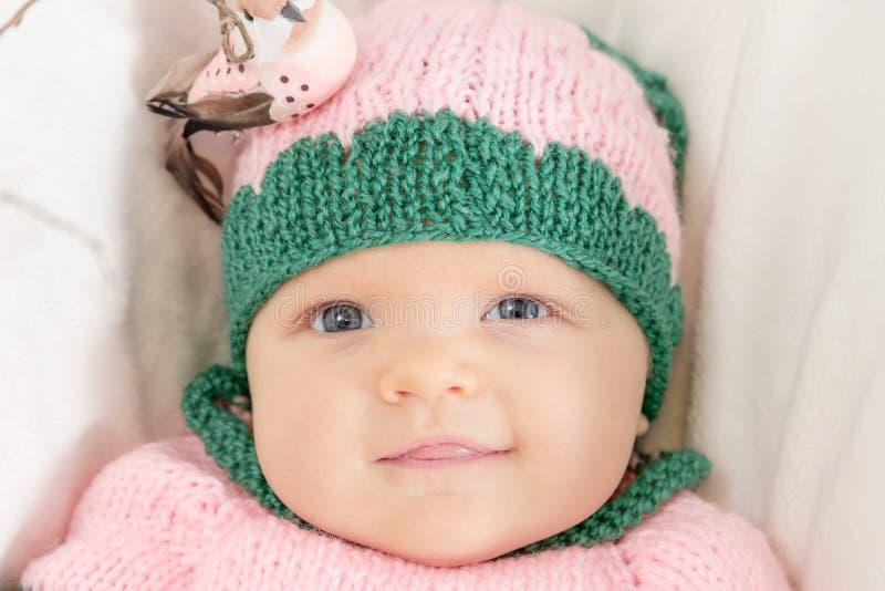 Bambina in un cappello dentellare Immagine tonificata fotografia stock