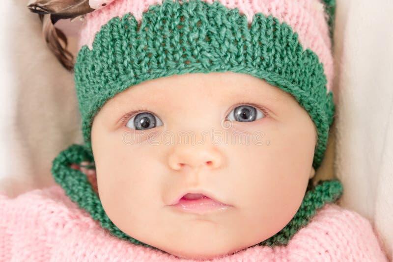 Bambina in un cappello dentellare Immagine tonificata fotografia stock libera da diritti