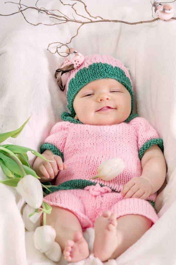 Bambina in un cappello dentellare Immagine tonificata immagini stock libere da diritti
