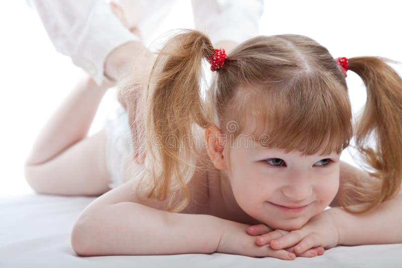 Bambina in un ospedale fotografie stock