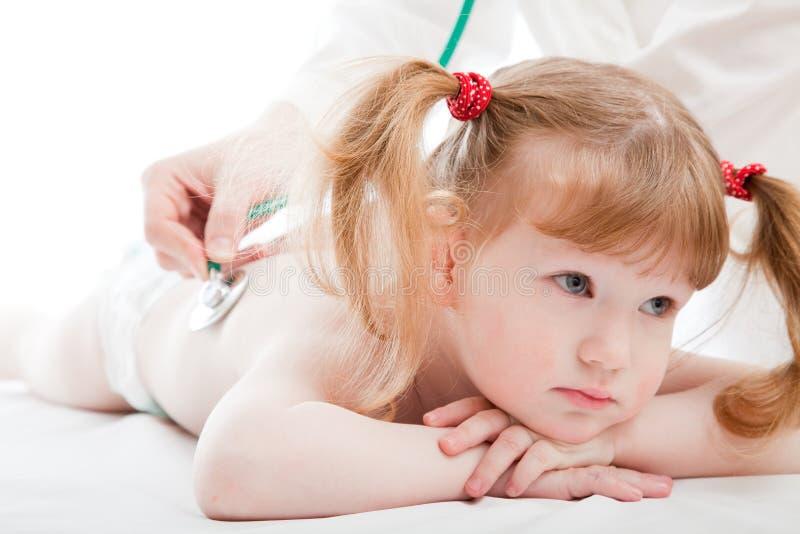 Bambina in un ospedale fotografia stock