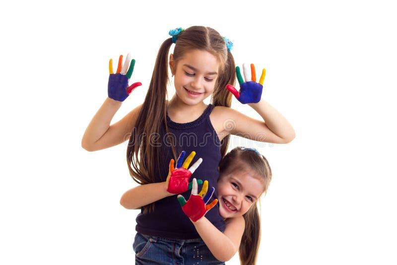 Bambine con le mani colorate fotografia stock