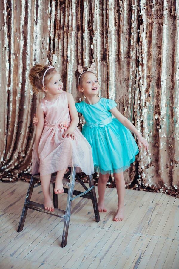 Bambine graziose fotografie stock libere da diritti