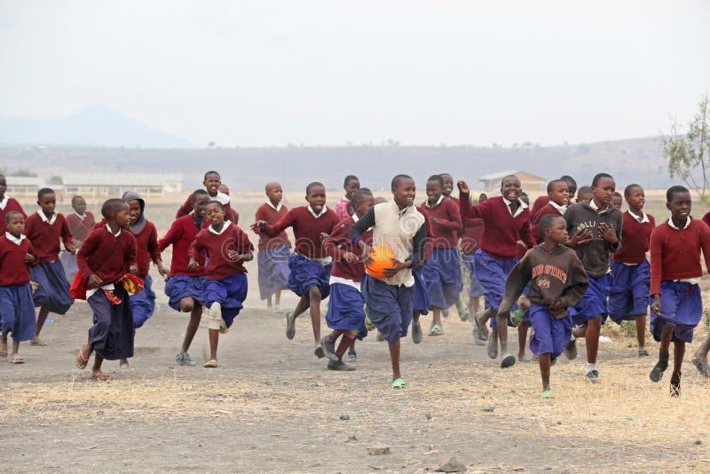 Bambini africani alla scuola, Tanzania immagine stock