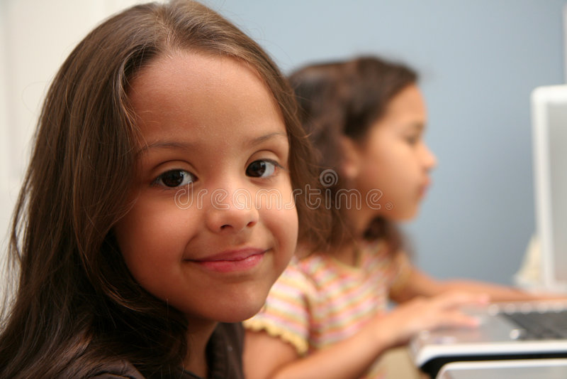 Bambini al banco fotografie stock libere da diritti