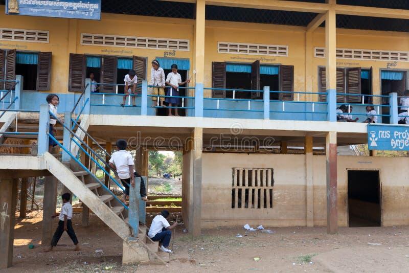 Bambini al banco, Cambogia fotografie stock libere da diritti