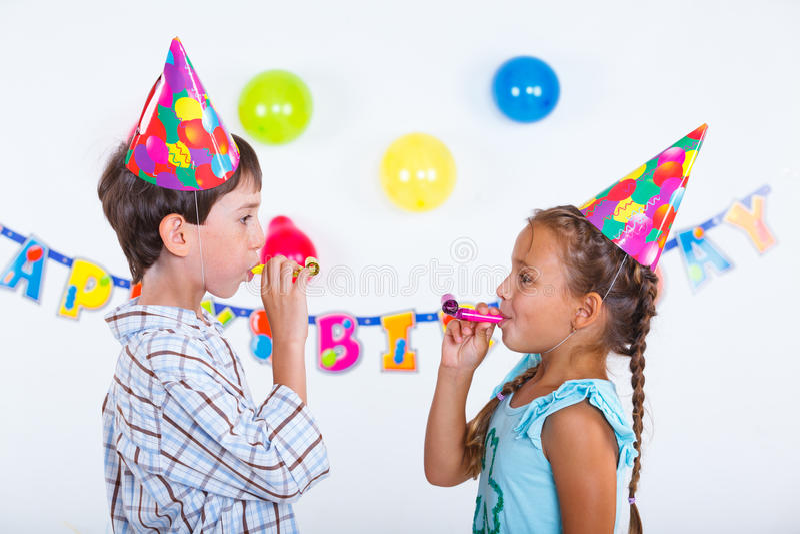 Bambini alla festa di compleanno fotografia stock libera da diritti