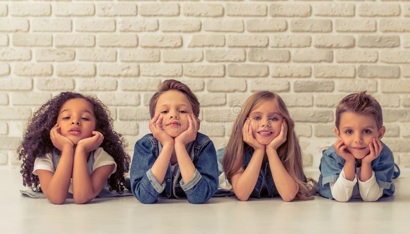 Bambini alla moda svegli immagine stock