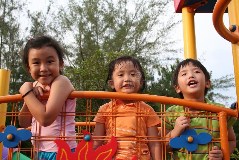 Bambini alla sosta immagine stock