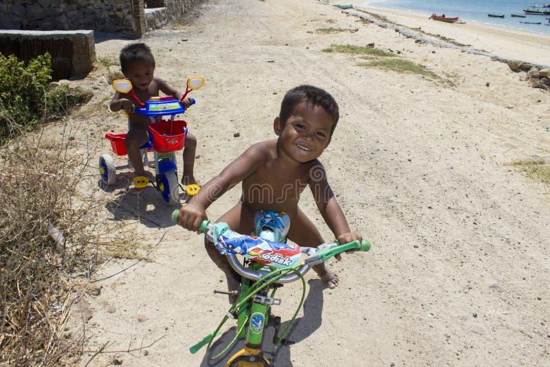 Bambini bisognosi poveri fotografia stock libera da diritti