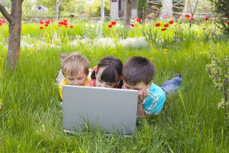 Bambini in calcolatore fotografie stock