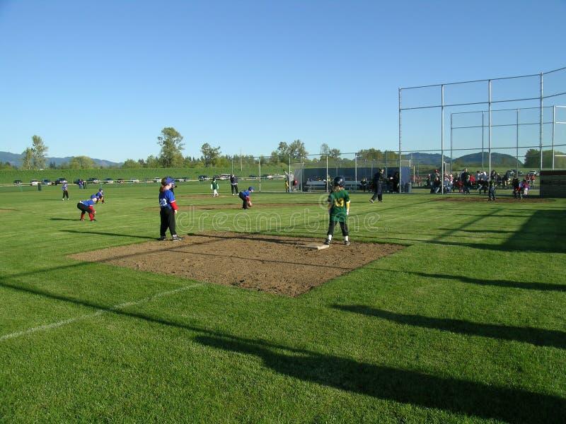 Bambini che giocano baseball immagine stock