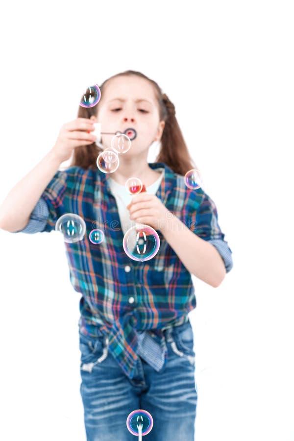Bambini che giocano con il ventilatore della bolla fotografia stock