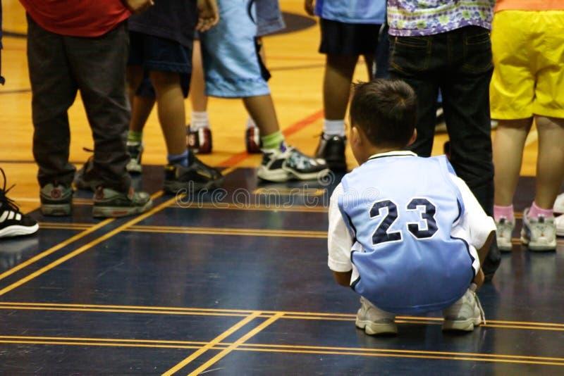 Bambini che giocano in ginnastica fotografie stock libere da diritti