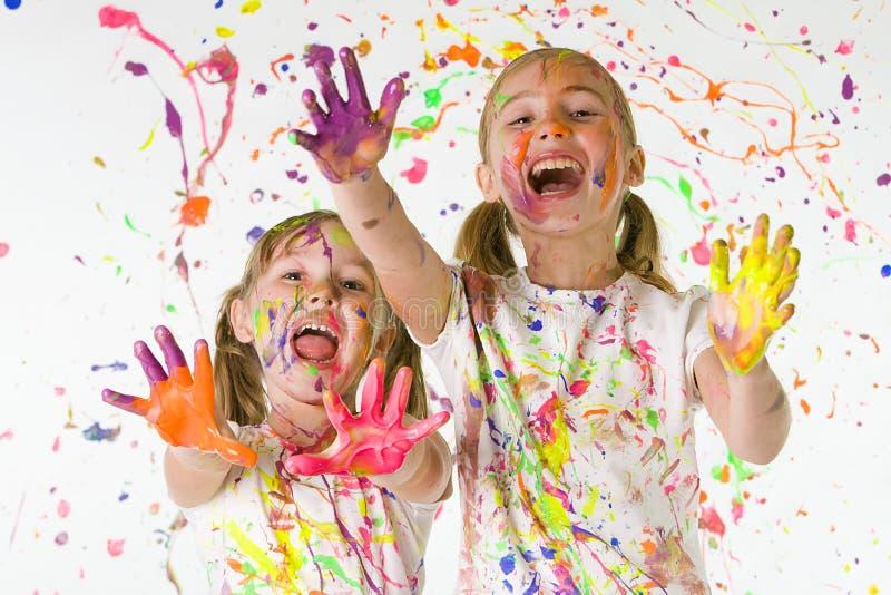 Bambini che giocano in vernice fotografia stock