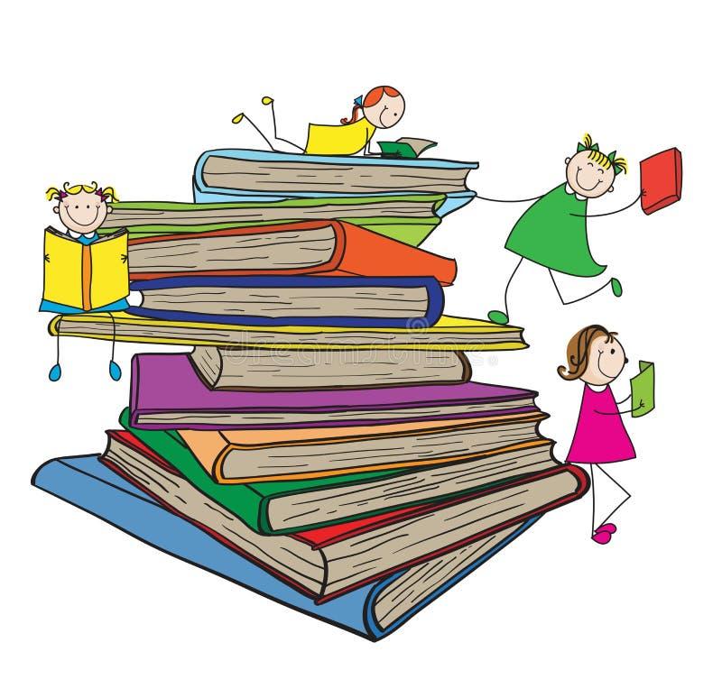 Bambini che leggono sulla grande pila di libri fotografie stock