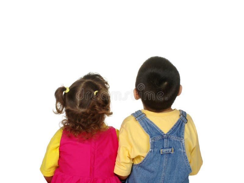 Bambini che osservano in su immagini stock libere da diritti