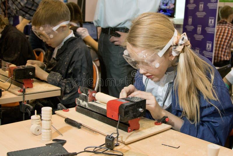 Bambini che studiano macchina per la lavorazione del legno for Piccole planimetrie per la lavorazione del legno