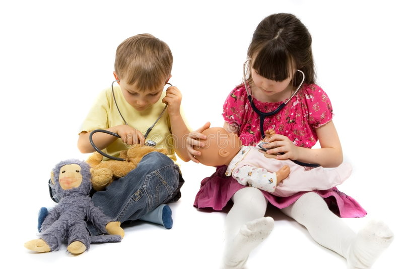 Bambini con gli stetoscopi fotografia stock libera da diritti
