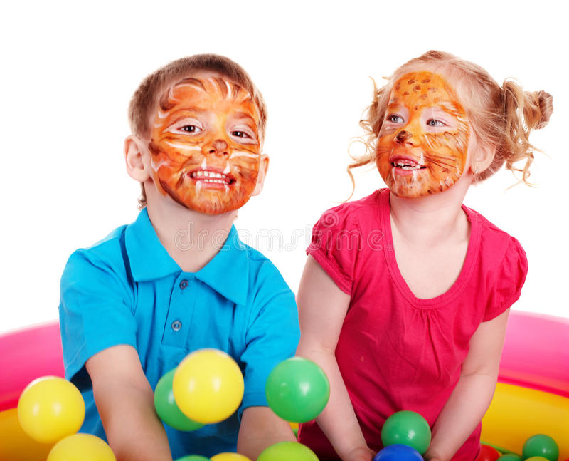 Bambini con la pittura del fronte. fotografie stock