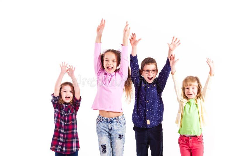 Bambini con le mani sollevate fotografia stock