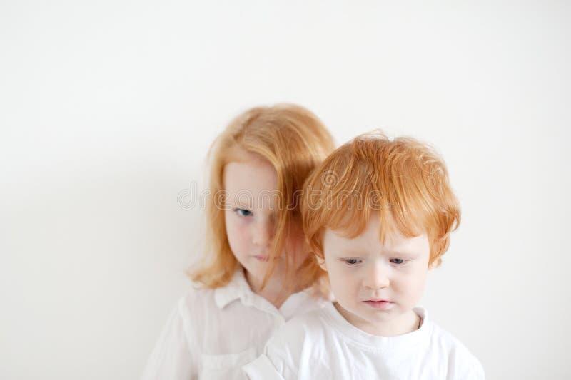 Bambini dai capelli rossi turbati fotografia stock