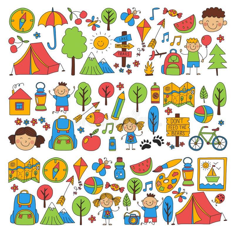 Bambini del campeggio estivo, giochi di bambini di campeggio dei bambini, facendo un'escursione, cantando, pescando, camminando,  illustrazione vettoriale