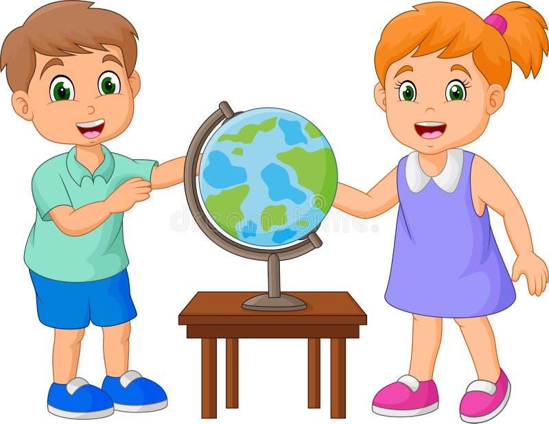 Bambini del fumetto che esaminano globo sulla tavola royalty illustrazione gratis