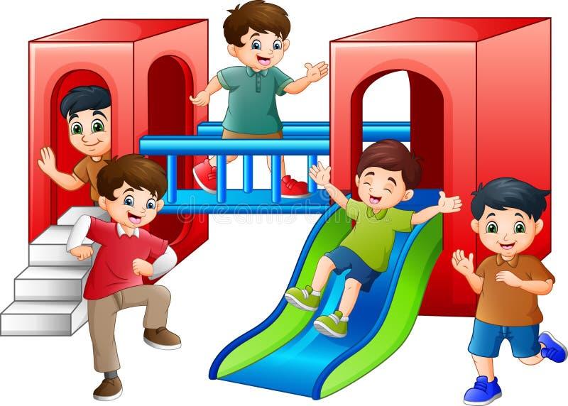 Bambini del fumetto divertendosi nel campo da giuoco illustrazione di stock