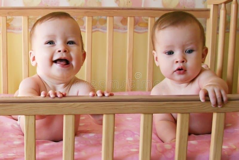 Bambini del gemello identico fotografie stock libere da diritti