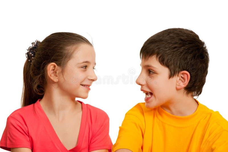 Bambini di conversazione immagine stock