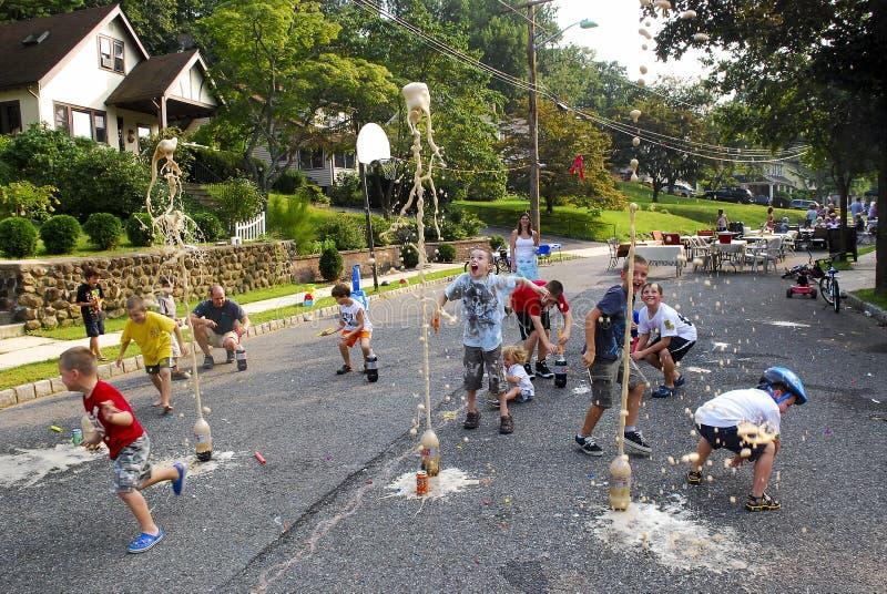 Bambini di scoppio della soda immagini stock libere da diritti