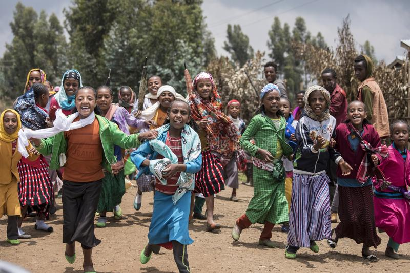 Bambini etiopici che ballano per il nuovo anno immagine stock libera da diritti