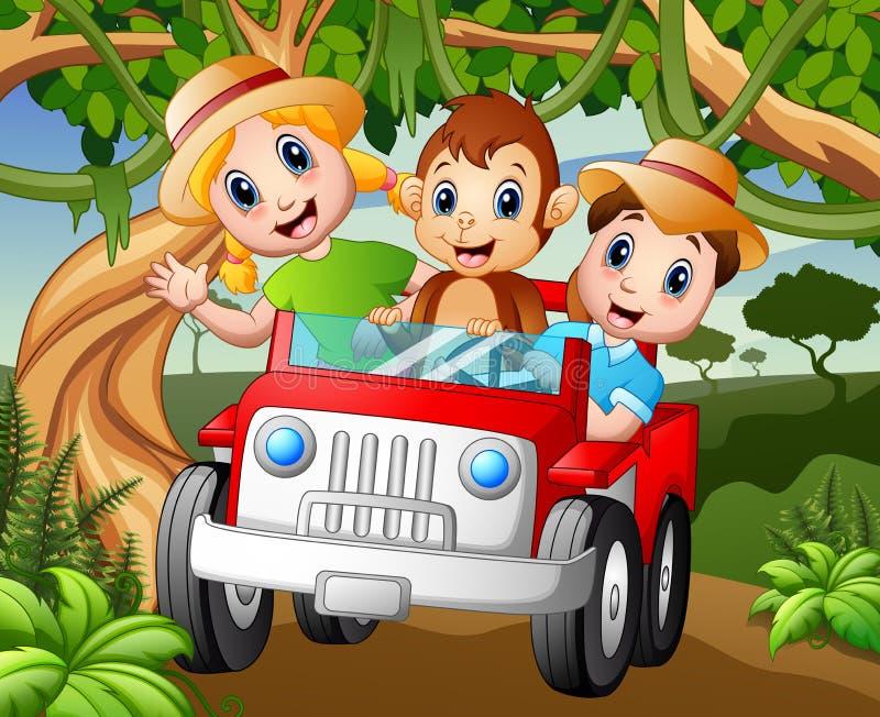 Bambini felici che conducono un'automobile con una scimmia nella foresta royalty illustrazione gratis