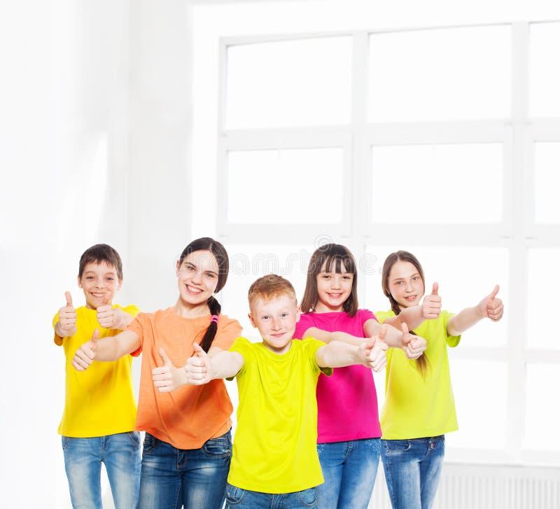 Bambini felici del gruppo fotografia stock libera da diritti