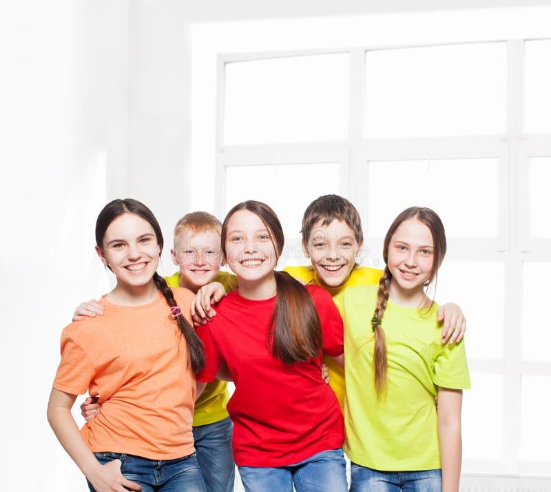 Bambini felici del gruppo fotografia stock