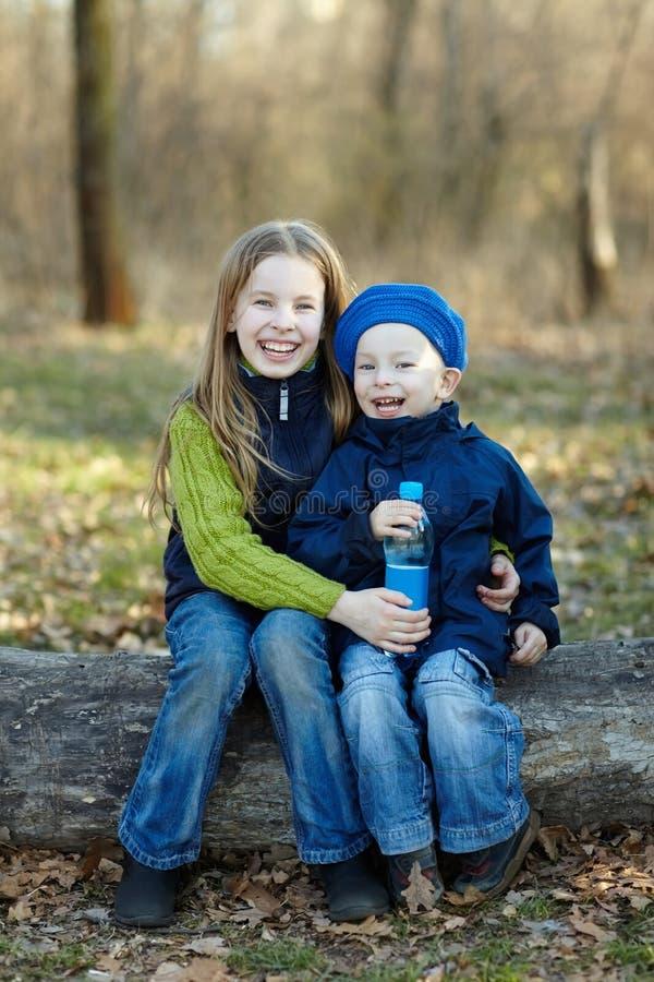 bambini felici due fotografia stock libera da diritti