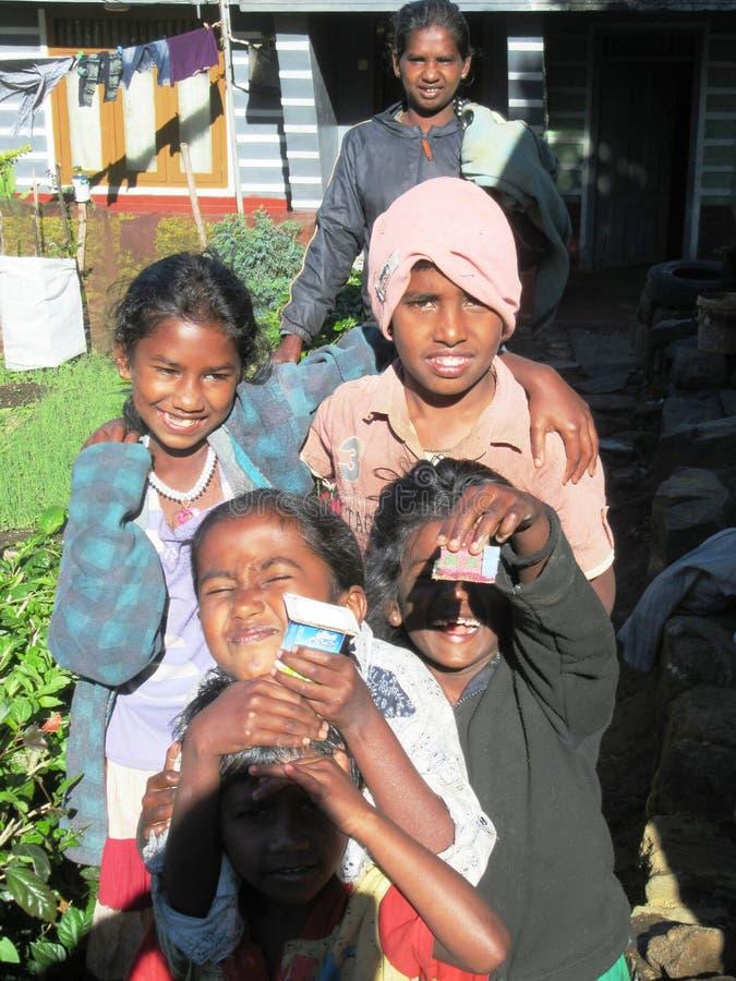 Bambini felici negli altopiani dello Sri Lanka fotografia stock