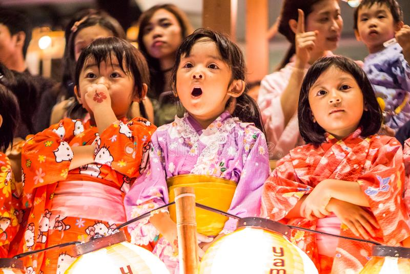Bambini giapponesi nel festival di donburi fotografia stock libera da diritti