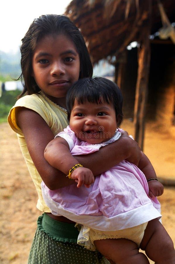 Bambini Kaapor, indiano natale del Brasile fotografia stock libera da diritti