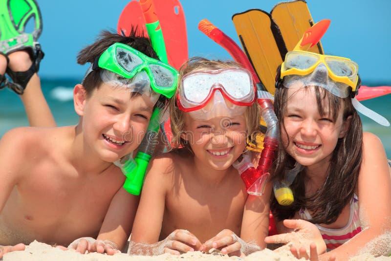 Bambini naviganti usando una presa d'aria immagini stock libere da diritti